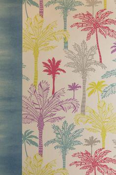 Un papier peint coloré de rose, de jaune, de bleu pour un intérieur fun…