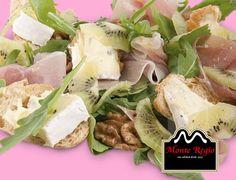 Ensalada de kiwi, jamón serrano #MonteRegio y queso blanco ¿comemos?