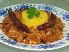 Top Cuisine avec Lavi: Varza calita cu carnati de Plescoi / Cabbage with. Pickled Cabbage, Cooked Cabbage, Fries, Paleo, Sausages, Chicken, Cooking, Recipes, Traditional