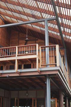 บ้านวิถีไทย Timber Architecture, Tropical Architecture, Sustainable Architecture, Architecture Details, Modern Tropical House, Tropical Design, Tropical Houses, Asian House, Thai House