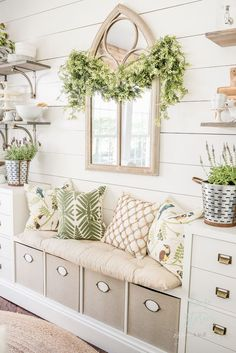 Lush Green Breakfast Room: How to Enliven a Room for Summer Home Decor Decoracion Habitacion Ideas, Summer House Interiors, Summer House Decor, Summer House Furniture, Summer Houses, Farmhouse Decor, Diy Home Decor, Family Room, Bedroom Decor
