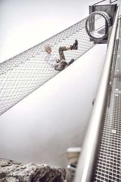Das sichere Abenteuer wartet auf Birg – der Thrill Walk führt direkt ins imposante Felsmassiv. Wir haben uns gewagt – am Anfang zögerlich, dann hat uns die Challenge aber gepackt. Statt Chill war Thrill angesagt. Die Treppe runter über den senkrechten Abgrund, danach ein Balanceakt übers Seil, die Zitterpartie Glasplatte und am Ende der  Gittertunnel. Unten der Blick ins Bodenlose. Oben eine grenzenlose Fernsicht, die ein Stück Schwerelosigkeit  verspricht. Just go for it and have fun. Go For It, Winter 2017, Tie Clip, Accessories, Rock Bottom, Stairs, Adventure, Tie Pin, Ornament