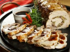 Lombo recheado com azeitonas, alcaparras e cogumelos <3 delícia! #cybercook #food #comida #receita #recipe #newyearseve #happynewyear #reveillon #reveillonfood #anonovo #2015 #ceia #dinner #loin #lombo