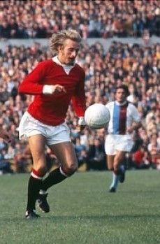 Crystal Palace 1 Man Utd 3 in Sept 1971 at Selhurst Park. 2 goal star Denis Law takes up play #Div1