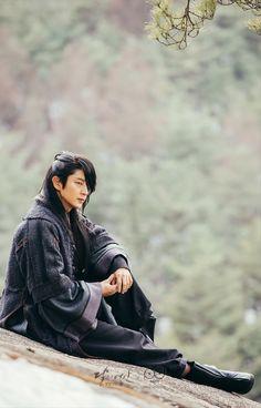 "Lee Joon-gi as the prince Wang So in the K-drama ""Moon Lovers: Scarlet Heart Ryeo"" Lee Jun Ki, Lee Joongi, Asian Actors, Korean Actors, Korean Dramas, Busan, Moon Lovers Drama, Kdrama, Hong Jong Hyun"