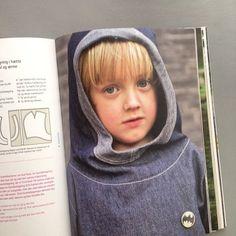 Model fra bogen »Børnetøj 4-7 år« ☘ #forlagetvingefang #børnetøj4-7år #hannemeedom #sofiemeedom #snitmønster #syet #mønsterark