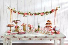 Girls' Party: Floral Garland