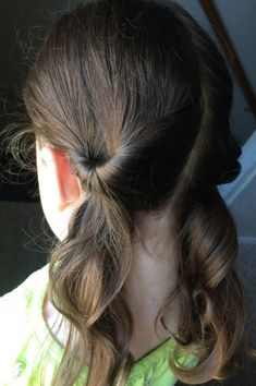 Lazy Hairstyles for Women. 17 Lazy Hairstyles for Women. Related posts: Super Easy Half Updos for Prom – How is the Half Knob hairstyle done? Illustrated description 17 lazy hair ideas for girls – Lazy Hairstyles, Baby Girl Hairstyles, Princess Hairstyles, Hairstyles For School, Pretty Hairstyles, Simple Hairstyles For Kids, Wedding Hairstyles, Hairstyle Ideas, Braided Hairstyles