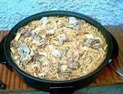 La Fideuà es un plato típico de Gandía en la costa valenciana, que mezcla el sabor del Mediterráneo con la suavidad de los fideos en un maridaje perfecto. Receta paso a paso. http://www.alotroladodelcristal.com/2013/04/fideua-de-gandia-historia-receta-trucos.html