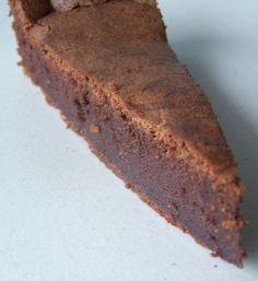 El tradicional pastel de chocolate francés. Muy rápido de preparar y económico, es el pastel perfecto para cualquier evento, o comida en familia ! Descubre como preparar un rico pastel de chocolate casero, la mejor receta de postre con chocolate !