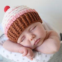 Gorro cup cake crochet para bebé niña Divertido gorrito para bebé recién nacido en forma de dulce. Es ideales para hacer reportajes fotográficos. 18,50 €