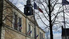 Châteaubriant : Appel à rassemblement contre le 49.3.  L'ensemble des organisations syndicales qui combattent cette loi appellent à un rassemblement. Mais aussi des gilets jaunes, des membres de la maison de la grève s'associent à l'appel. Il a lieu le lundi 2 mars à 18h devant la mairie de Châteaubriant. Gilets, Town Hall, Organizations, Places