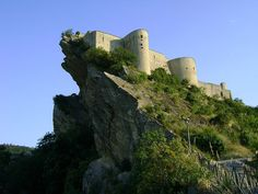 Roccascalegna Castle, Abruzzo, Italy - Travel via Italy