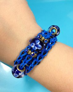 Flower beads add a cute touch to your #bandaloom bracelet.