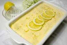 Wenn es bei mir ein Dessert gibt, dann ist es meistens ein Klassiker. Ich mag den guten alten Milchreis, Griessbrei, Pudding und Co. Tiramisu gehört auch zu meinen all time favorits. Das klassische Tiramisu habe ich zu einem Sommerdessert abgewandelt. Die Zitrone gibt der Mascarpone eine ganz frische Note und die Löffelbiskuit werden mit Limoncello getränkt. Mmhh lecker…. 5 von 1 Bewertung Drucken Zitronen Tiramisu Für eine Form 30x20cm braucht ihrZutaten200g Löffelbiskuit250g Mascarpone3…