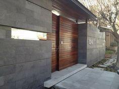 Fachadas  de casas Front Gate Design, House Gate Design, Modern House Design, Door Design, Villa Design, Modern Exterior, Exterior Design, Style At Home, Dream House Exterior
