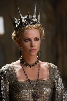 Charlize Theron in Snow White And The Huntsman  -MovieLaLa