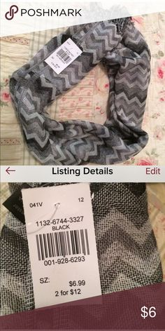 🌺Really cute grey, white & black chevron scarf🌺 🌺 Brand new never worn wicked cute scarf for those chilly fall days/nights, goes with just about everything 🌺 ❗️❗️PRICE IS FIRM❗️❗️ Fashion Bug Accessories Scarves & Wraps