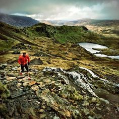 Rickey Gates taking in the splendor of the Mt Snowden trail #TrailRunning #FellRunning #Snowdonia
