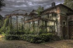 A Gardener's Dream victorian conservatory Via Victorian Houses Victorian Conservatory, Victorian Greenhouses, Victorian Homes, Abandoned Buildings, Abandoned Places, Abandoned Mansions, Marquise, Porches, Architecture Design