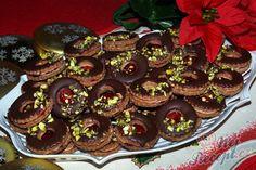 Brabantské oříškové dortíčky Christmas Cookies, Sweet Tooth, Deserts, Muffin, Food And Drink, Rum, Birthday Cake, Baking, Breakfast