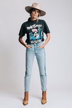Levi's 501 Crop Call Me Crazy Jeans in Blue Denim Fall Outfits, Casual Outfits, Cute Outfits, Band Tee Outfits, Rock Outfits, Hipster Outfits, Country Outfits, Emo Outfits, Look Fashion