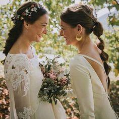 Que tal se han portado los reyes? Los míos muy bien! Os dejo esta preciosa foto de dos hermanas. La novia @lautxineta de @parederoquiros y su hermana se @aliciaruedaatelier ! Guapísimas las dos!