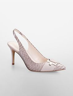 Prom Shoes has never been so Sexy! Since the beginning of the year many girls were looking for our Trending guide and it is finally got released. Now It Is Time To Take Action! Pretty Shoes, Cute Shoes, Me Too Shoes, Look Fashion, Fashion Shoes, Prom Shoes, Dress Shoes, Shoe Wardrobe, Slingback Sandal