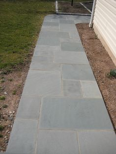 Exciting Bluestone Pavers For Best Natural Stone Flooring Materials: Cool Bluestone Pavers Walkways For Exterior Design And Lawn Also Exterior Siding Ideas Paver Stone Patio, Bluestone Pavers, Flagstone Walkway, Outdoor Walkway, Paver Stones, Backyard Patio, Backyard Landscaping, Walkways, Front Walkway