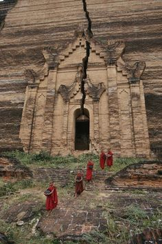 L〰Young Buddhist monks near Mingun Paya, a ruined temple in Burma, by Paul Chesley