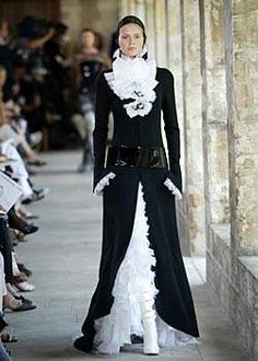 Chanel Fall 2003 Couture Runway - Chanel Haute Couture Collection - ELLE