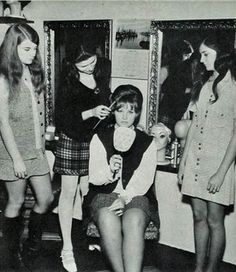 vintage everyday: Photos of Beauty Salon & Barber Shop in the 1970's