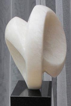 Marja Verhage - Infinity - witte albast op granieten sokkel