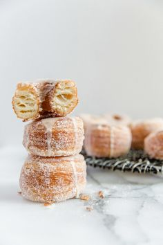 Homemade Cronuts with Lemon Glaze To Salt & See. Like croissants, these cronuts consist of buttery, flakey layers.Deep fried, these cronuts have a crisp exterior, while the inside remains soft and delicate. The donuts are rolled in sugar and topped with Just Desserts, Delicious Desserts, Yummy Food, Lemon Dessert Recipes, Sweet Recipes, Donut Recipes, Baking Recipes, Pastry Recipes, Italian Cookie Recipes