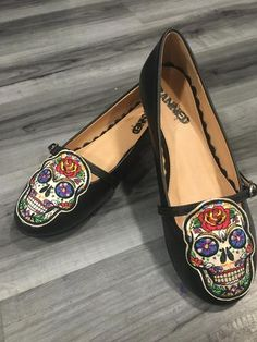 Sugar Skull Flat - size 9 at Bella Lus Skull Fashion, Beautiful Disaster, Sugar Skull, Rockabilly, Pin Up, Old Things, Xmas, Culture, Purses