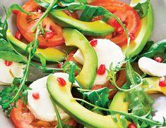Gata în 15 minute, o salată cu mozzarella uşoară şi delicioasă, ideală pentru o cină dietetică. Vezi reţeta!