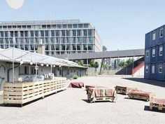 Mobile Event-Möblierung für Donate to Curate Multi Story Building, Outdoor Decor, Home Decor, Architecture, Decoration Home, Room Decor, Home Interior Design, Home Decoration, Interior Design