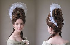Fontanges were headdresses supported by a wire framework called a commode. Historical Costume, Historical Clothing, Vintage Hairstyles, Cute Hairstyles, Baroque Fashion, Vintage Fashion, Baroque Dress, Historical Hairstyles, Golden Age Of Piracy