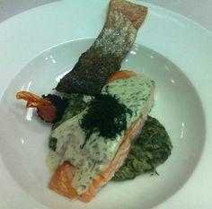 Salmon con crema de Eneldo y espinacas
