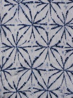 Shibori Kumo. Se trata de una técnica de plisado y teñido, con el que nos quedará un dibujo parecido al de una tela de araña.