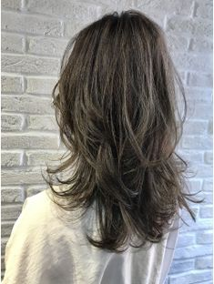 大人のマッシュウルフ×ハイグラデーション Medium Straight Haircut, Haircuts For Medium Hair, Medium Hair Styles, Short Hair Styles, Mullet Hairstyle, Hair Arrange, How To Make Hair, Layered Hair, Hair Inspiration