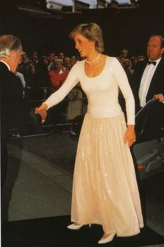 1987-06-15 Diana attends the Toscanini 30-Year Memorial Concert featuring the Brighton Festival Chorus, in aid of the Musicians' Benevolent Fund and the Casa Verdi, at the Royal Albert Hall