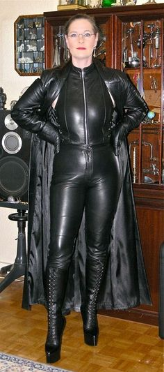 Leather Gloves, Leather Pants, Black Leather, Leather Outfits, Model Outfits, Sexy Outfits, Nylons, Female Supremacy, Latex Dress