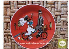 Assiette de présentation en grès rouge, ronde 11 po diamètre couple de marié peinte à la main, idée de cadeau de mariage personnalisable! de la boutique PlaisirsImagesdePero sur Etsy