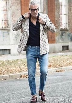 As you can see here, looking dapper doesn't require that much effort. Just pair a grey plaid double breasted blazer with blue jeans and you'll look awesome. Infuse your outfit with a touch of elegance by sporting dark brown leather tassel loafers. Look Fashion, Fashion Outfits, Fashion Sale, Paris Fashion, Fashion Fashion, Runway Fashion, Womens Fashion, Fashion Trends, Denim Pants Outfit