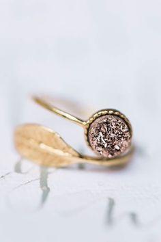 Druzy ring ⎪Elizabeth Fogarty Photography ⎪see more on: http://burnettsboards.com/2015/08/ethereal-virginia-wedding/