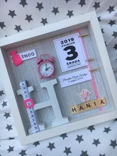 Diy Baby Gifts, Baby Crafts, Baby Shower Gifts, Diy And Crafts, Diy For Kids, Crafts For Kids, Baby Frame, Baby Box Frame Ideas, Baby Memories
