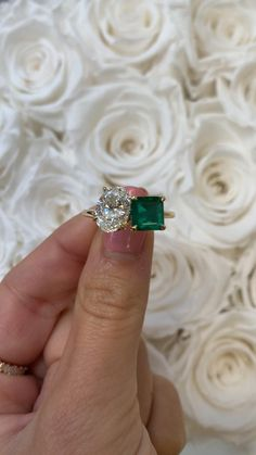 Emerald Ring Vintage, Emerald Wedding Rings, Vintage Emerald Engagement Rings, Emerald Ring Design, Green Sapphire Engagement Ring, Green Emerald Ring, Emerald Diamond, Unique Rings, Unique Ring Designs