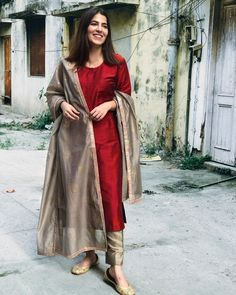 Womens Style Discover Shop Maroon Cotton Silk Suit Set - Set of Three Maroon cotton silk kurta comes with fawn pants and a chanderi dupatta with block prints and gota detailing on the edges. Salwar Designs, Silk Kurti Designs, Kurta Designs Women, Kurti Designs Party Wear, Salwar Suit Neck Designs, Pakistani Dresses Casual, Pakistani Dress Design, Pakistani Fashion Casual, Punjabi Fashion