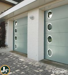 Garage Doors for Mid Century House, MCm garage. in LOVE with the round mid-century modern garage windows! Not to mention the mint paint finish ♥ Garage Windows, Modern Garage Doors, Garage Door Design, Mid Century House, Mid Century Style, Mid Century Exterior, Garage House, Garage Studio, Barn Garage